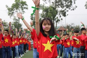 Gần 1.000 giáo viên, học sinh nhảy 'Cha Cha Cha' trong ngày hội của Đoàn