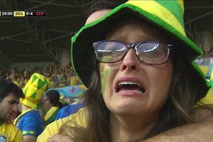 Nhìn lại trận Brazil 1-7 Đức: Cổ động viên Brazil ôm nhau khóc trên khán đài!