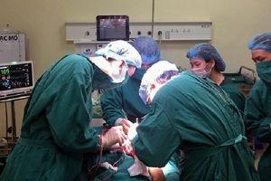 Mắc ung thư xương, nữ sinh 16 tuổi may mắn không phải cắt cánh tay
