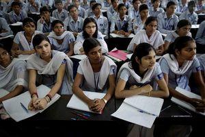 Lộ đề thi qua ứng dụng điện thoại, hàng triệu học sinh phải thi lại