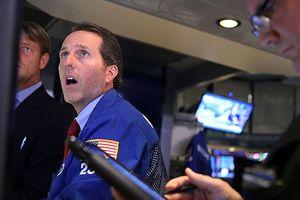 Vì đâu Dow Jones đứt chuỗi tăng 9 quý?
