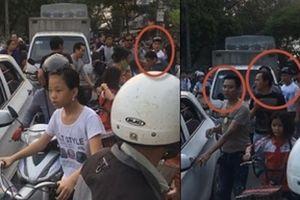 Đỗ xe gây tắc đường, nhóm côn đồ hùng hổ đòi đánh người