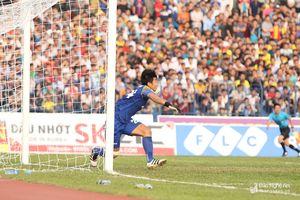 Đội nhà thua, thủ môn Vũ Hải không nhận mình xuất sắc