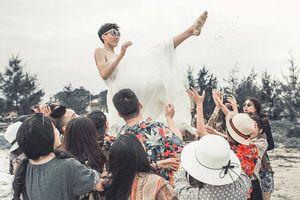 Bộ ảnh kỷ yếu theo phong cách 'mình cưới nhau đi' khiến cộng đồng mạng thích thú