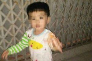 Thấy bé 3 tuổi mất tích ở nhà phụ nữ tâm thần