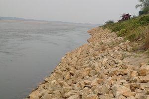 Nghi vấn công trình cầu đường dùng đường ống hút cát đặt dưới lòng sông Hồng