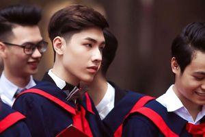 Chàng Bí thư 10x đa tài, điển trai như hot boy ở trường THPT Phan Đình Phùng