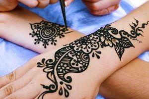 Xăm mực henna: Da phồng rộp, sưng tấy… nhập viện khẩn cấp