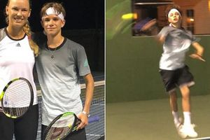 Con trai David Beckham khiến fan ngả mũ với buổi tập cùng nhà vô địch Australian Open 2018