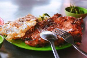 Cơm tấm 23 năm khoe miếng sườn to 'chà bá lửa', người Sài Gòn ăn là ghiền