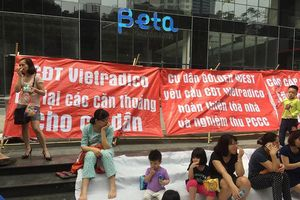 Lo sợ cháy nổ, cư dân Hà Nội đồng loạt 'căng băng rôn'
