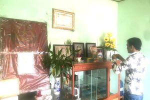 Sau khi cưỡng chế nhà, bàn thờ Bà mẹ VNAH được đưa đến ủy ban phường