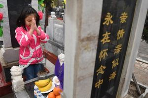 Bia và vàng mã: Người Hoa tảo mộ trong lễ Thanh Minh