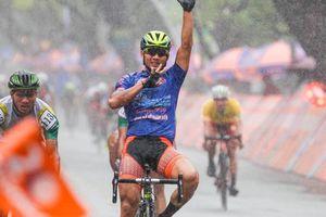 Nguyệt Minh giành chiến thắng trong mưa, khóc nhớ anh trai