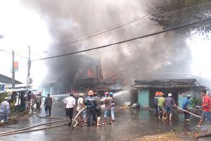 Cháy lớn gần chợ Mỹ Tho, 8 căn nhà bị thiêu rụi