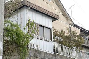 Ông lão Nhật bị bắt vì nhốt con trong lồng suốt 26 năm