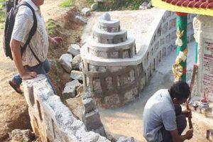 Quảng Nam: Lấp đất khu mộ liệt sĩ để làm đường vào nhà