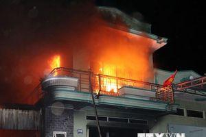 Cháy lớn thiêu rụi kho hàng điện máy ở Ninh Thuận