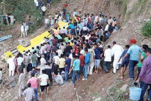 Ấn Độ: Xe buýt trường học lao khỏi đèo, 27 học sinh thiệt mạng
