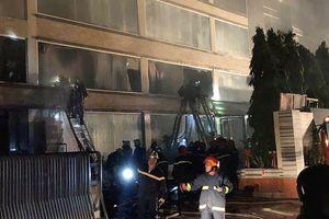 Huy động hơn 100 chiến sĩ PCCC để dập lửa tại xưởng bánh của ABC