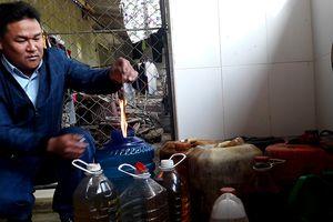 Công an điều tra vụ giếng nước của người dân bị nhiễm dầu