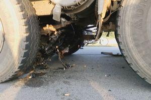Xe máy tông trực diện xe tải, 2 người chết