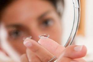 Đừng chủ quan sử dụng kính áp tròng thường xuyên để hỗ trợ làm đẹp