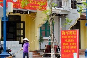 Ngợp biển hiệu tiếng Trung, khu du lịch Bãi Cháy giống phố Tàu
