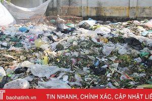 Thị trấn Đức Thọ 'ngập' rác sau 1 tuần đóng cửa bãi tập kết