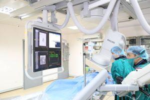 Đau bụng thường xuyên, rong kinh kéo dài, bệnh nhân mang u lớn