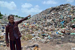 Kinh hoàng bãi rác như núi giữa lòng Phú Quốc