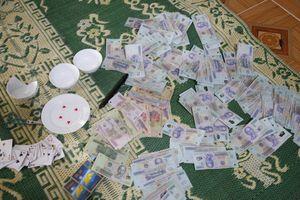 Hà Tĩnh: Bắt 19 đối tượng đánh bạc, thu hơn 100 triệu đồng
