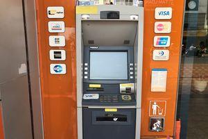Rút ATM sắm Tết: Bị nuốt thẻ, không nhận được tiền nhưng tài khoản bị trừ
