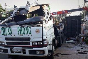 Lâm Đồng: Lật xe chở alumin, tài xế chết trong ca bin