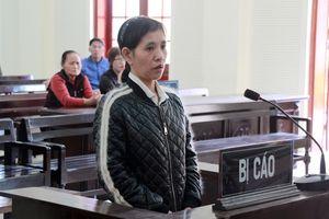 Bị cáo đầu độc tình già lặng người khi nghe tòa tuyên án