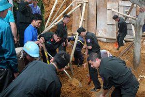 Lào Cai: Sạt lở đất trong khi xây bờ kè, 4 người bị vùi lấp