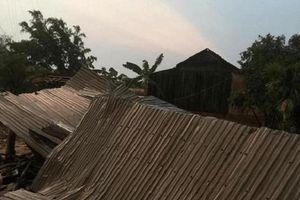 Lốc xoáy 'càn quét' cuốn bay hàng trăm nóc nhà dân tại Đắk Lắk