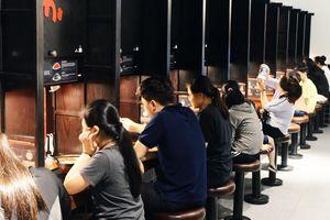 Tiệm mì dành cho những người thích đi ăn một mình ở Hà Nội