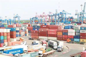 Doanh nghiệp thêm gánh nặng vì nhiều hãng tàu tăng phí