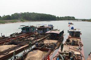 Quảng Ninh: Bắt 9 tàu 'cát tặc' đang hoành hành trên biển