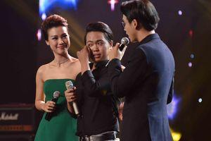 Thí sinh Thái Đạt Thành khóc nức nở khi nghe chia sẻ của Minh Tuyết