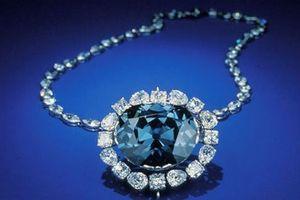 Viên kim cương Hope - Một lời nguyền hay màu xanh huyền thoại?