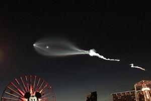 Sững sờ nhìn thấy vật thể bay không xác định UFO ngay trước mắt