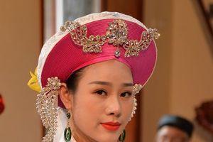 Ca sĩ Hoa Trần phát hành MV Chiều phủ Tây Hồ phiên bản Hầu đồng
