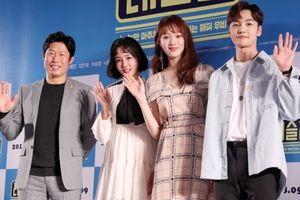 Họp báo 'Wrestler': 'Tiên nữ cử tạ' Lee Sung Kyung khoe sắc bên trai trẻ Kim Min Jae