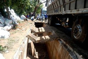 Ban ATGT tỉnh Gia Lai yêu cầu rà soát thiết kế chiếc cống sau vụ xe tải chở phân làm sập