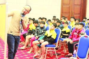 Chuyện học ở một 'lò' đào tạo cầu thủ trẻ