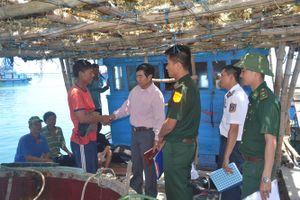 Quảng Ngãi: Tàu cá bị tàu lạ uy hiếp, cướp tài sản