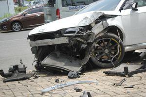 Tài xế xe Audi thoát chết sau va chạm ở quận 7