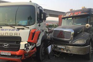 Container tránh xe buýt gây tai nạn liên hoàn trên xa lộ